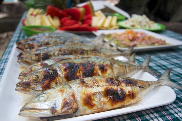 On the menu: grilled fish, chicken and pork, eggplant salad and fresh fruits. Ice cold drinks and unlimited rice. Heaven you can feast on!
